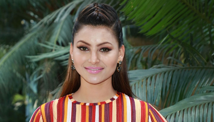 Urvashi Rautela looks sincere beauty as she promotes Hate Story 4