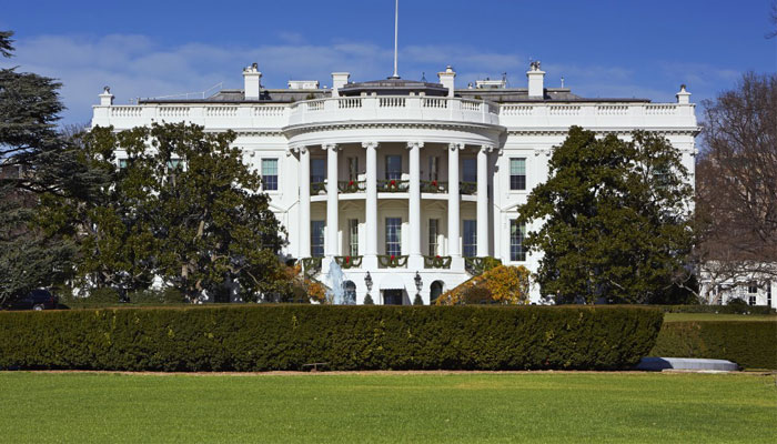Man shoots himself in front of White House