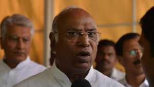 Kharge meets Maharashtra Cong MLAs to discuss impasse