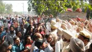 Police injured as Amritsar tragedy protesters take to stone-pelting