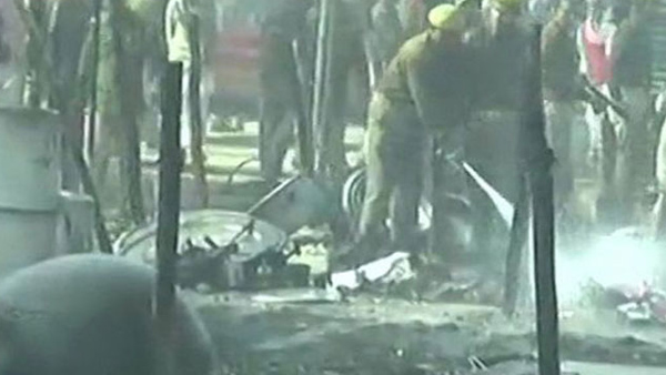 A cylinder blast sets seven camps on fire in Kumbh Mela