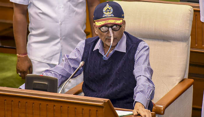 With tube in nose, Parrikar presents Goa budget with good spirits