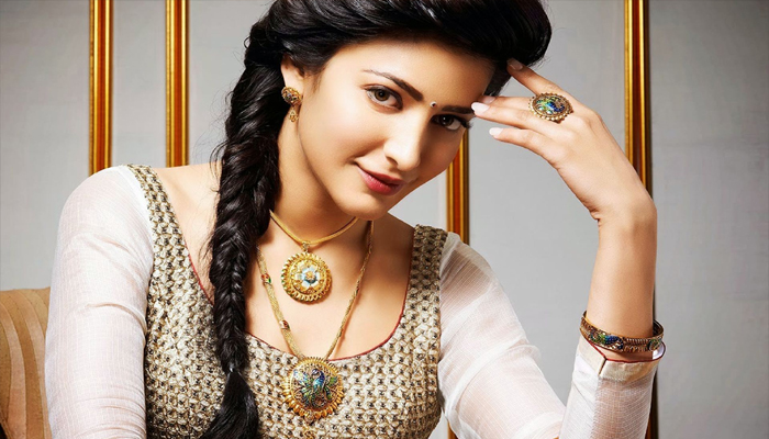 Birthday Special | Here some rare pictures of Shruti Hassan