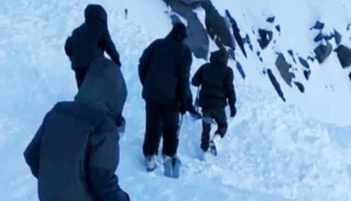 Leh avalanche: 10 trapped under snow