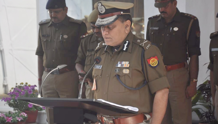 Pulwama Martyrs: Lucknow DGP office observes 2 minutes silence