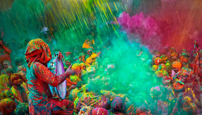 Happy Holi! This season play it safe with organic colors
