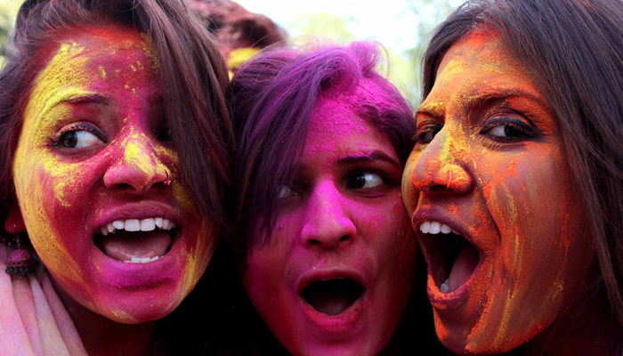 Holi 2019: Lucknow drowns in the colors of Love