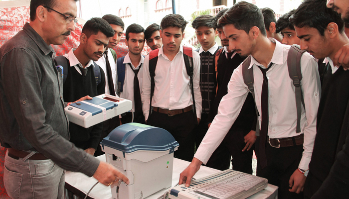 SC asks EC to file reply by Mar 28 on increasing VVPAT sample survey