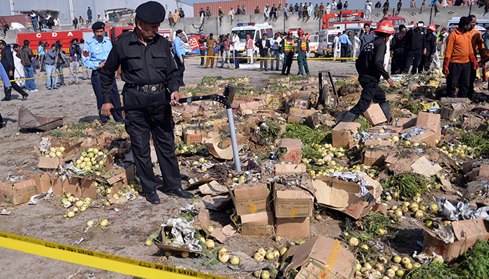 Pakistan: A massive explosion takes 14 civilian lives in a vegetable market