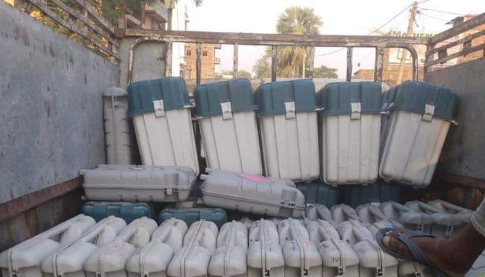 RJD claims to spot truck loaded with EVM outside the Strong Room