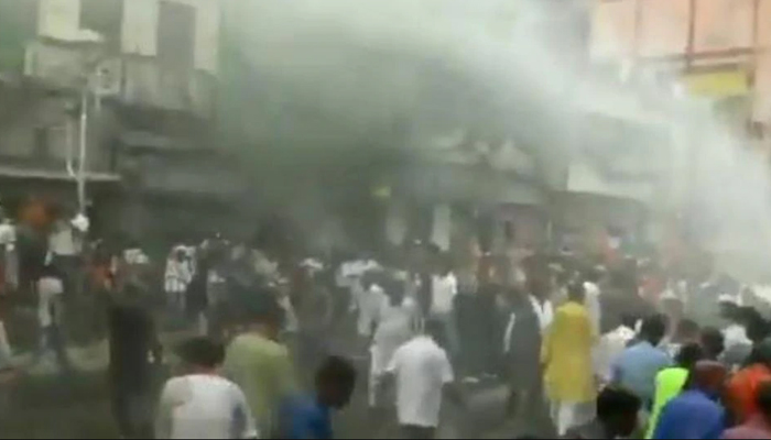 Clash broke out between BJP workers, Kolkata police; water canon used