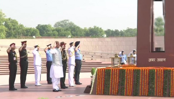 Rajnath visits War Memorial before taking charge as Defence Minister
