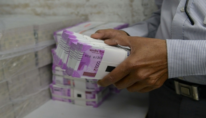Fake notes with face value of Rs 8 lakh seized, one held