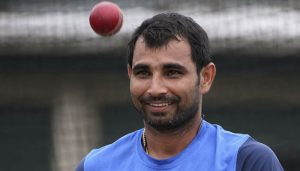 Shami distributes food and water to migrants