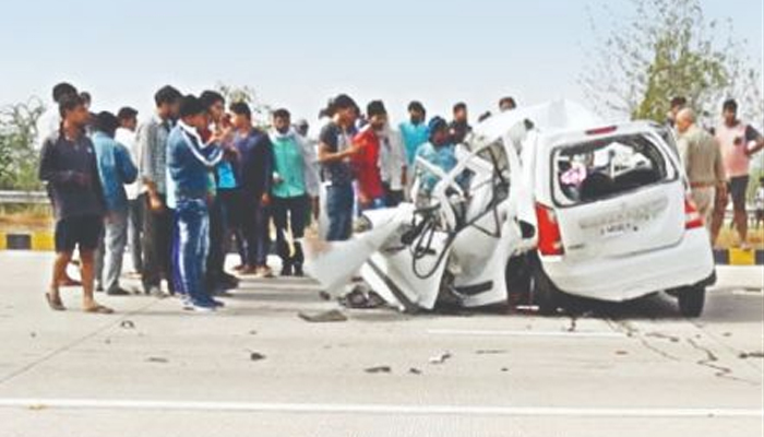 UP: Eight of family on way to see Taj Mahal killed in road accident