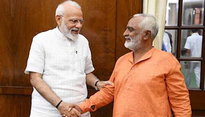 PM meets BJP supporter who cycled from Guj to Delhi to celebrate party victory