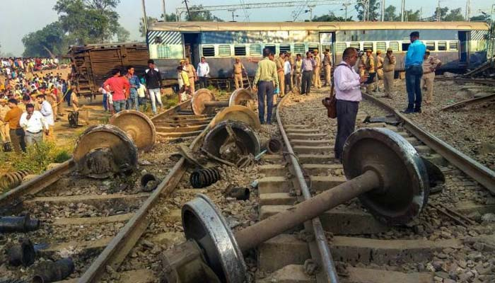 Two bogies of Lko-Kanpur MEMU train derail at Kanpur station, no casualty