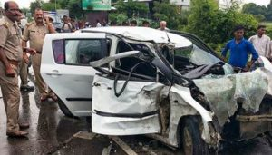 Two men killed after car crashes into roadside tree in UP's Banda