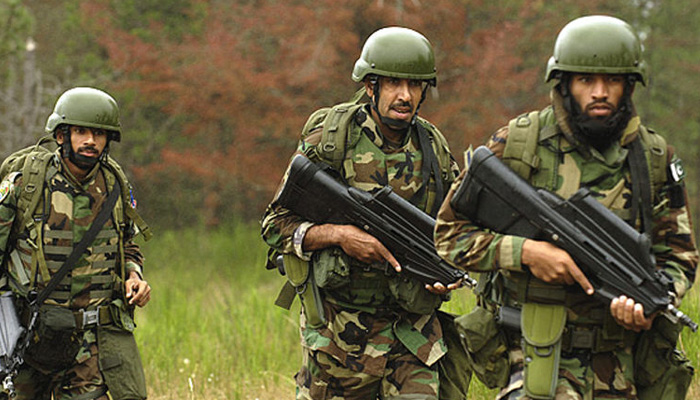 At least two Pakistan soldiers killed in firing along Afghan border