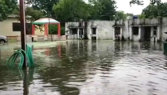 Flood waters enter Ballia district jail, 900 prisoners to be shifted