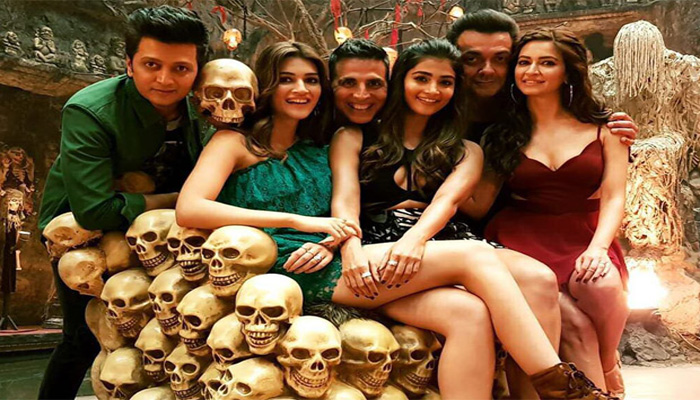 Housefull 4: New poster out, Akshay all set to rock again