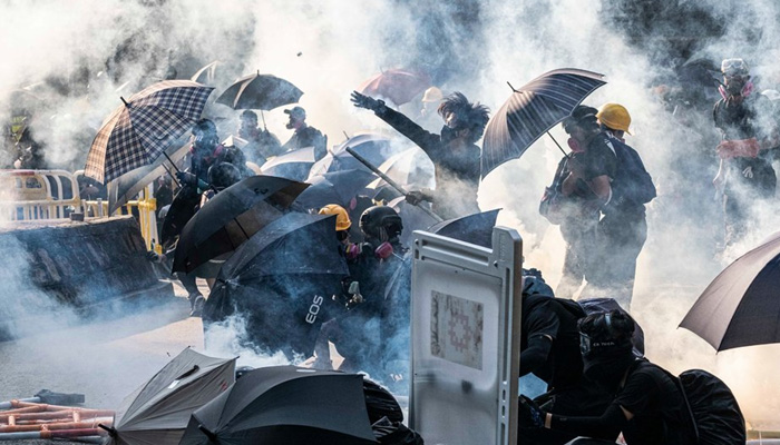 Police shoot protesters in Hong Kong on Chinas National Day