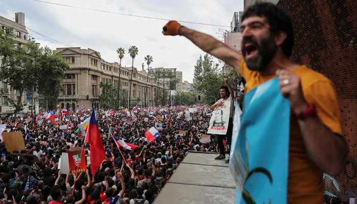 Over a million protesters demand Chile presidents resignation