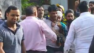 R'sthan: 2 BSP leaders garlanded with shoes, paraded outside party office