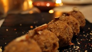 Add sweetness to your Diwali with these Parle-G laddoos