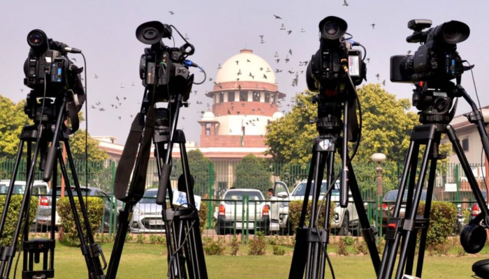 Why all questions are directed at me? Rajeev Dhavan at SC