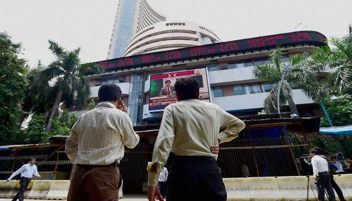 Market starts on a cautious note amid weak global cues