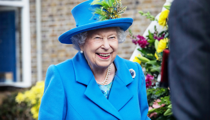 Queen Elizabeth records a prank message; makes callers head spin