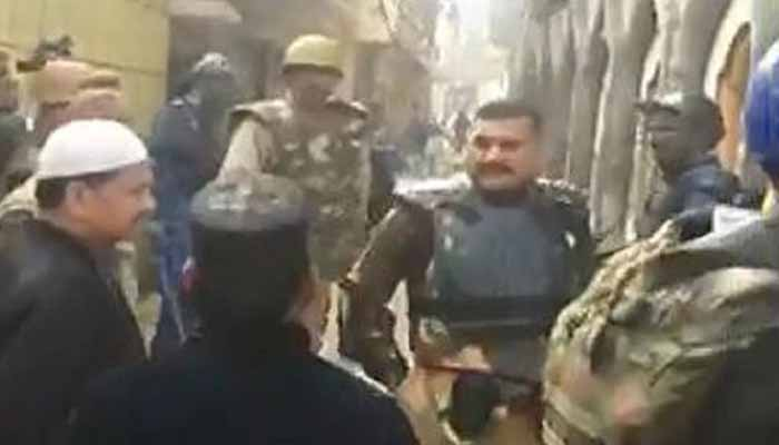Top Meerut police cop telling protesters go to Pakistan; video goes viral