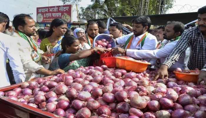 Onion prices soar to Rs165/kg; Imported onions to arrive by Jan 20