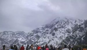 Vaishno Devi shrine receives season's first snowfall