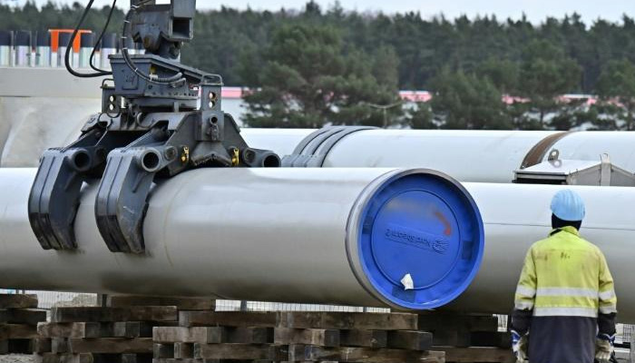 Russia and Ukraine finalise gas transit deal just before deadline