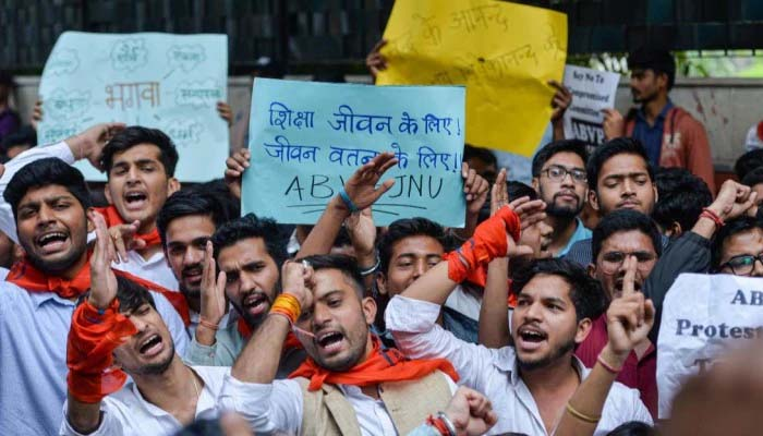 JNU protesters march stopped at Shashtri Bhavan