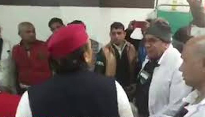 Akhilesh scolds doctor for interrupting during his meet with accident victims