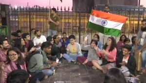 Mumbai: Students hold midnight protest against violence in Delhi's JNU