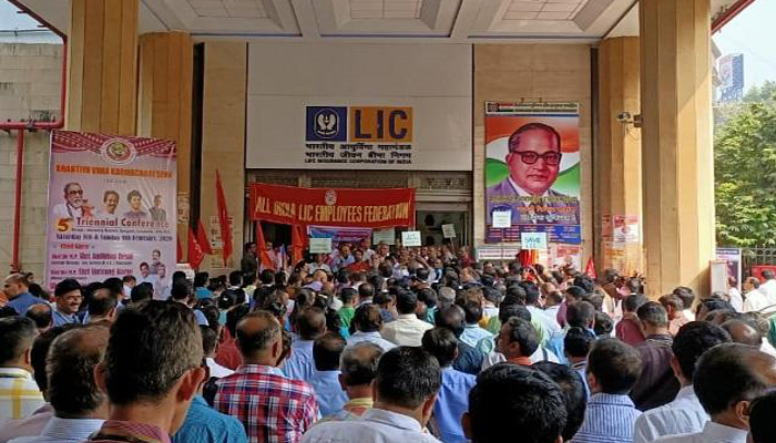 LIC stage a protest against the Governments move to sell its Stake
