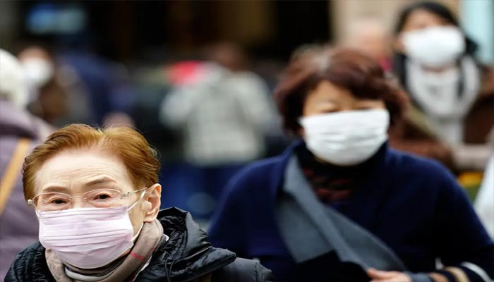 Coronavirus: Italy clamps down on travel as cases rise