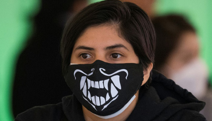 New York Gov orders residents to wear masks in public ; says order from April 17