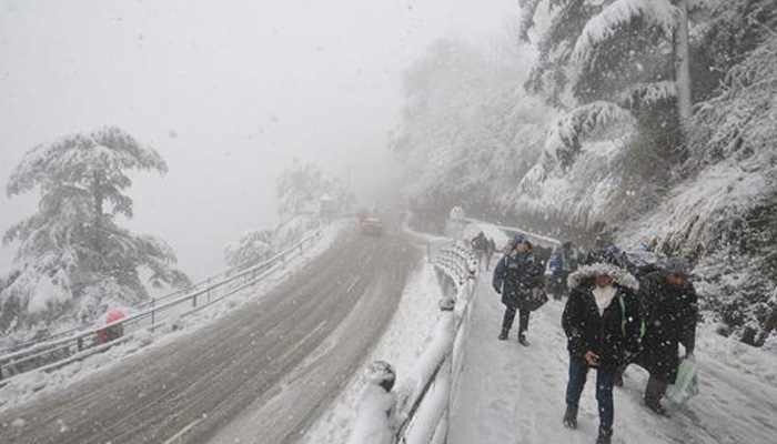 Roads including NH-5 blocked after fresh snowfall in Himachal