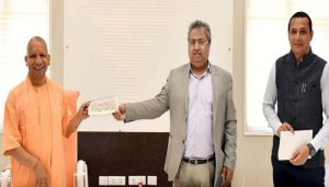 UPSRTC contributes a big amount to Chief Minister Relief Fund