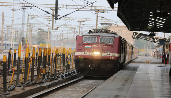 Over 800 migrants return to UP from Maharashtra in special train