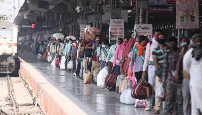 Special train carrying stranded migrant workers from Nagpur reaches Lucknow