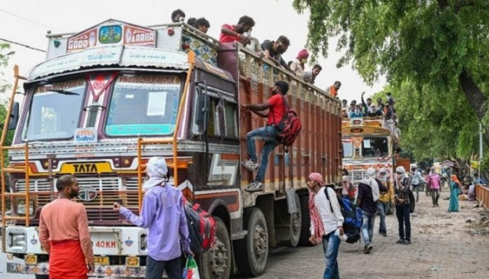 Consider ferrying migrants in buses to home states: HC to Maha