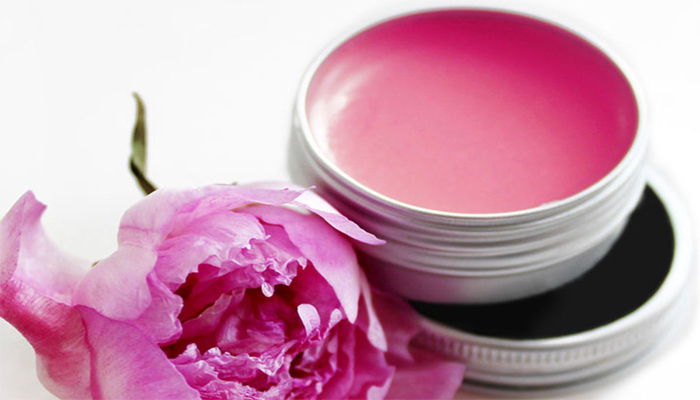 Here is How You Can Make DIY Lip Balm For Chapped Lips