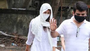 Sushant Singh's close friend Rhea Chakraborty arrives at Hospital