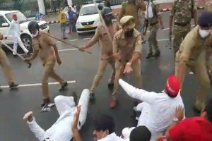 Police Lathi charge on SP workers for protesting against Fuel price hike